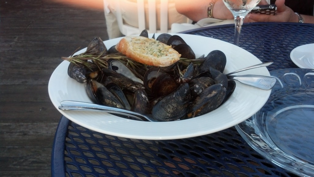 Mussels in white wine and rosemary