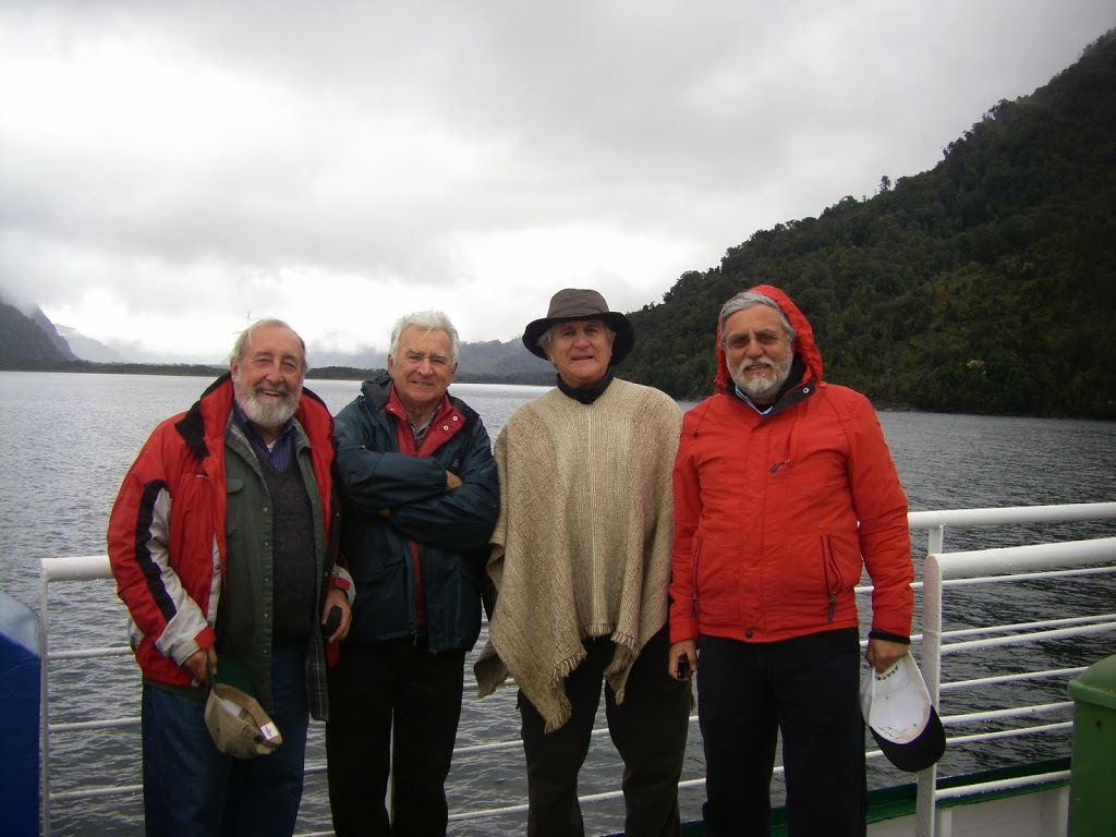 Dave, Joaquin, Claudio and Gonzalo, passing through the Comao Fjord